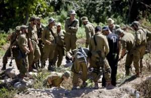 Jewish soldiers dig