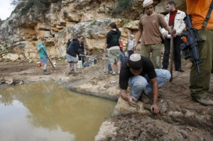 jews diverting Palestinian water to steal it