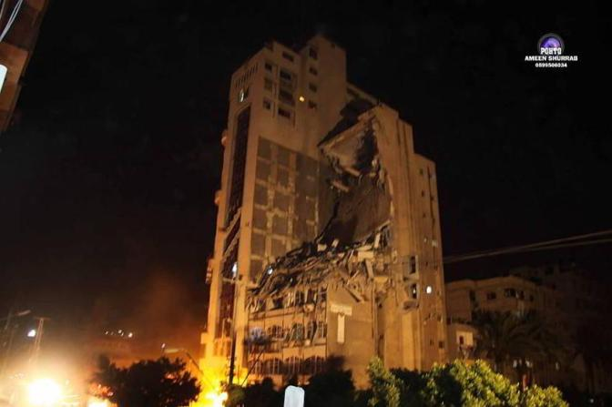 Gaza - 21 July al-Salam apartment building attacked by Jewish military