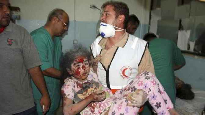 Gaza - 23 July - medic brings injured girl to hospital