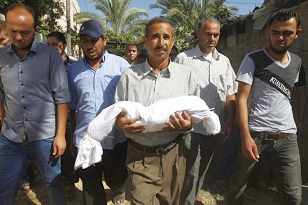 Gaza father carrying his child's body 2014