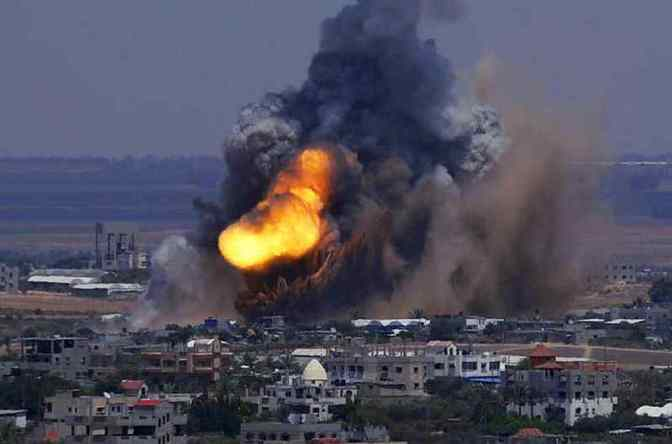 Gaza - Jewish military destroying building 2014