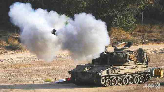 Gaza - Jewish military tank firing into Gaza. AFP