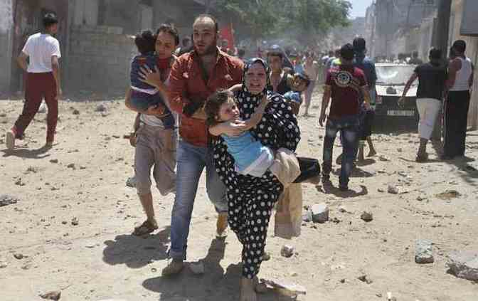 Gaza - terrified civilians running for their lives from Jewish military airstrike 9 July 2014 Reuters