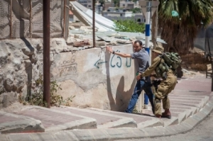 Gentile ISM volunteer searched by Jewish soldier