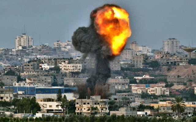 Israel destroys homes with bombs in Gaza
